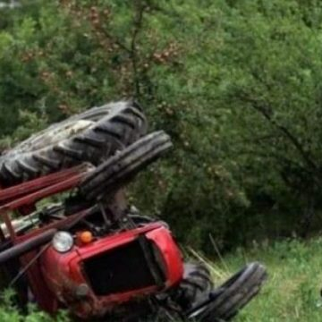 U rrotullua me traktor, vdes një person në Gjilan